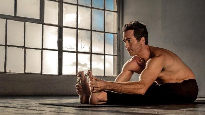 travis-elliot-yoga